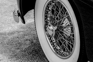 car-1907540_1920
